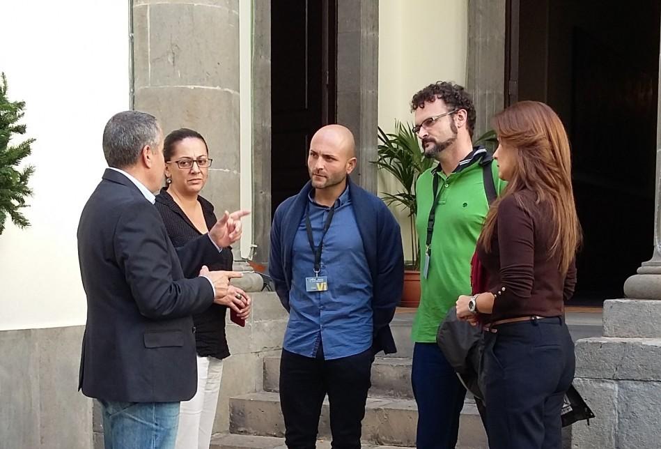 Mario Cabrera defiende garantizar el servicio púlbico de Correos